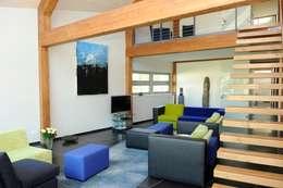 Woonhuis te Aarlanderveen: moderne Woonkamer door SEP  Blauwdruk architecten