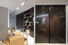 Vestidores y closets de estilo moderno por MID 먹줄