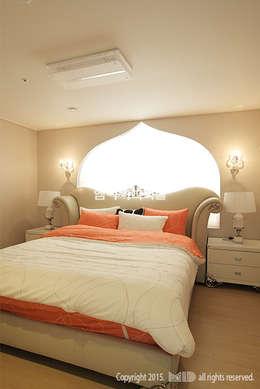 중랑구 신내동 데시앙아파트 32평형: MID 먹줄의  침실