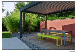 Terrasse tropicale: Jardin de style de style Tropical par Gilbert Henchoz Architectes Paysagistes Associés SA