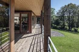 Habitation à Lierneux: Jardin d'hiver de style  par Pavillonchamps Atelier d'Architecture