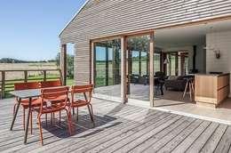 Habitation à Lierneux: Terrasse de style  par Pavillonchamps Atelier d'Architecture