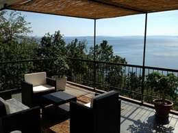 Balcones y terrazas de estilo  por ilariobontempo