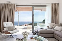 Soggiorno in stile in stile Mediterraneo di IND Archdesign