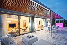 Дом в Сагаро, Испания. Гостиная. IND Archdesign.: Tерраса в . Автор – IND Archdesign