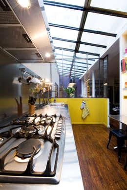 Projekty,  Kuchnia zaprojektowane przez LA CUISINE DANS LE BAIN SK CONCEPT