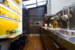 Cocinas de estilo industrial por LA CUISINE DANS LE BAIN SK CONCEPT