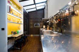 Кухни в . Автор – LA CUISINE DANS LE BAIN SK CONCEPT