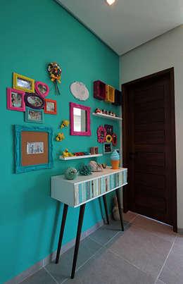 tropical Corridor, hallway & stairs by Celia Beatriz Arquitetura