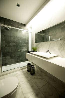 PAULA NOVAIS ARQUITECTOS E DESIGN: modern tarz Banyo