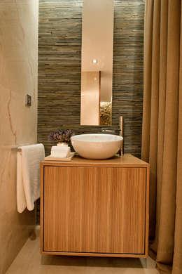 Baños de estilo moderno por PAULA NOVAIS ARQUITECTOS E DESIGN
