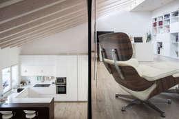 Salon de style de style Moderne par Memento Architects