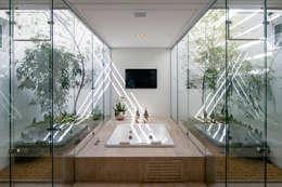 minimalistic Bathroom by Aguirre Arquitetura