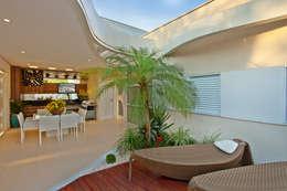 modern Houses by Designer de Interiores e Paisagista Iara Kílaris
