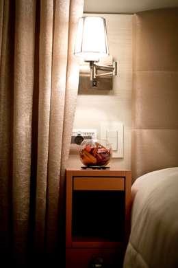 Dormitorios de estilo moderno por INOVA Arquitetura