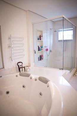 Ванные комнаты в . Автор – INOVA Arquitetura