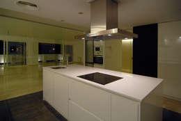 Cocina de estilo  por CM4 Arquitectos