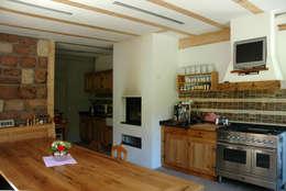 Cucina in stile in stile Rustico di Kohlbecker Gesamtplan GmbH