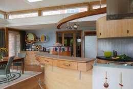 Cucina in stile in stile Eclettico di Johnny Grey