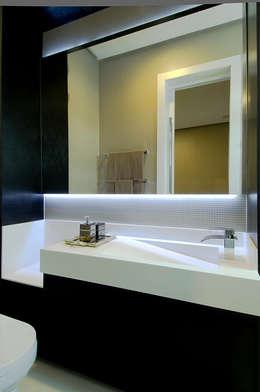 A31 Residência: Banheiros modernos por Canisio Beeck Arquiteto