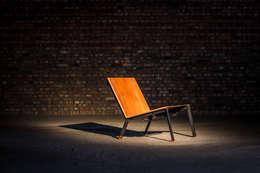 L3 lage stoel: eclectische Woonkamer door Jan Jacobs