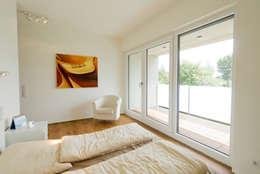 Haus STS: moderne Schlafzimmer von Ferreira | Verfürth Architekten