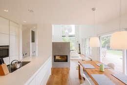 Haus STS: moderne Küche von Ferreira | Verfürth Architekten