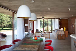 Comedores de estilo moderno por Seferin Arquitetura