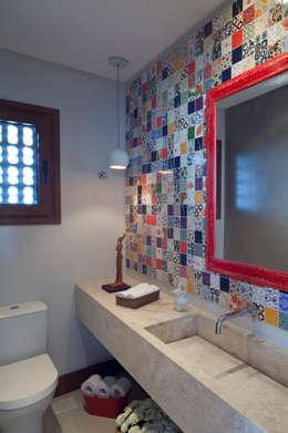 Casa Marítimo - Seferin Arquitetura: Banheiros modernos por Seferin Arquitetura