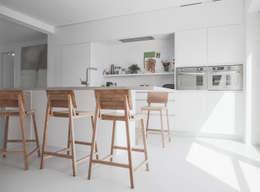 Cocinas de estilo minimalista por GIASIL