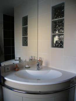 Salle de bains:  de style  par AB+ARCHI