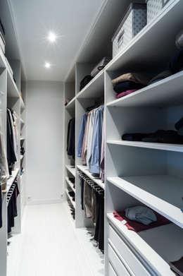 Dormitorios de estilo moderno por estudio551