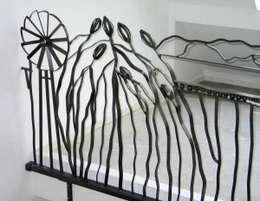 tekeningen in staal 3: eclectisch Balkon, veranda & terras door rob van avesaath
