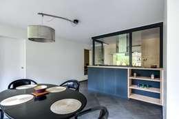 La cuisine au coeur: Salle à manger de style de style Moderne par Atelier d'Ersu & Blanco