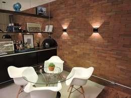 apartamento WB: Salas de jantar industriais por SPOT161 arquitetura + design