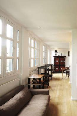 Salon: Salon de style de style Moderne par Capucine de Cointet architecte