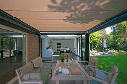 Pergola gesloten: moderne Huizen door Hoope Plevier Architecten