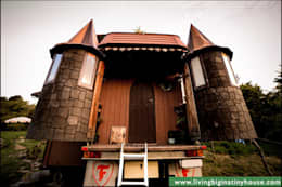 Living Big in a Tiny House: eklektik tarz tarz Evler