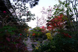 Jardines de estilo ecléctico por にわいろSTYLE