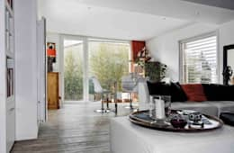 Une boite contemporaine et raffinée: Salon de style de style Moderne par casa architectes