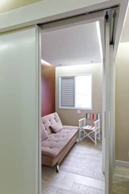 Salas de estilo minimalista por Raphael Civille Arquitetura