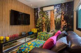 Projekty,  Pokój multimedialny zaprojektowane przez Marcos Contrera Arquitetura & Interiores