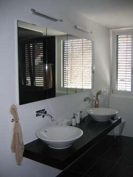 EFH Steinbreite, Ehrendingen, 2009: moderne Badezimmer von 5 Architekten AG