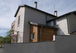 Projet vu de l'espace public: Maisons de style de style Moderne par RGn architecte
