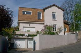 Extension bois sur terrasse, Saint Genis Laval: Maisons de style de style Moderne par RGn architecte