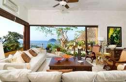 Villas Mandarinas: Salas de estilo mediterraneo por CASA MÉXICO