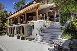 Casas de estilo rural por Raquel Junqueira Arquitetura