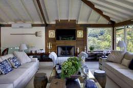 country Living room by Raquel Junqueira Arquitetura