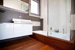 Baños de estilo moderno de Estatiba construcción