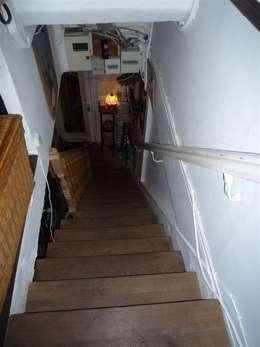 Ancien escalier AVANT:  de style  par Capucine de Cointet architecte